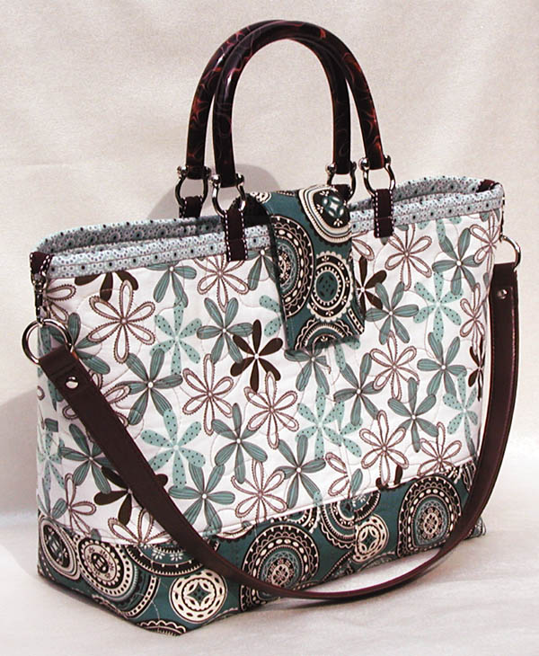 Free Patterns For Quilted Bags And Purses : Add A Detachable Shoulder Strap To Your Quilted Tote or Purse Quilting